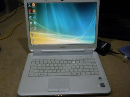 Vintage Sony Vaio Pcg 7153L Vista laptop White Nice condition Works Great 274241977833
